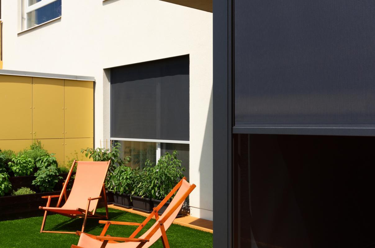 Svislé fasádní clony | Svislé fasádní clony Unirol 100 R